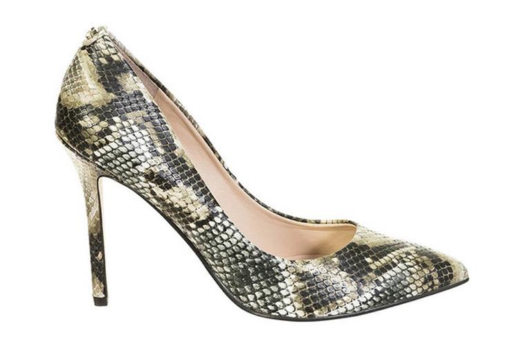 Zapatos de tacón. Salón serpiente