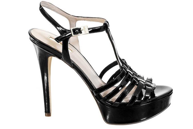 Zapatos de tacón. Sandalia negra