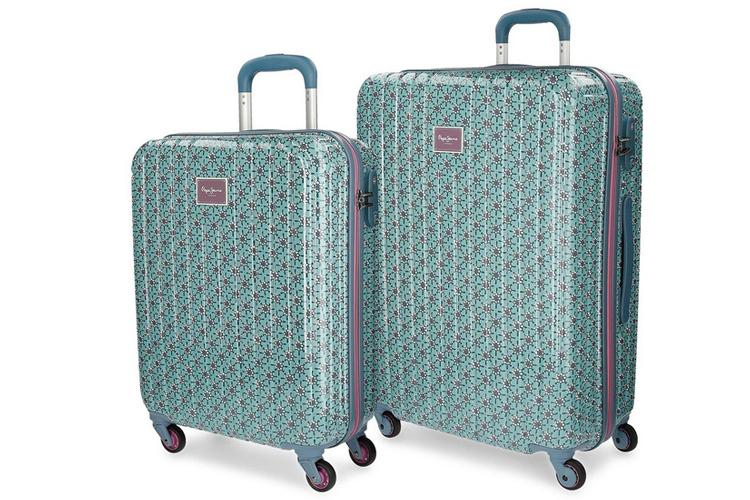 Accesorios de viaje. Set de maletas verdes