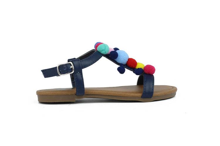 Calzado infantil. Sandalias pompones