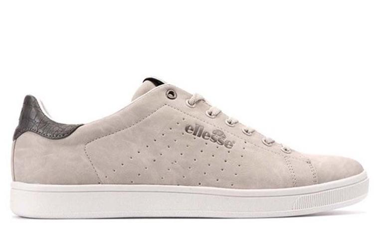 Sneakers para verano. Deportivas beis