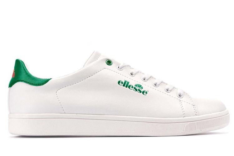 Sneakers para verano. Deportivas clásicas blancas