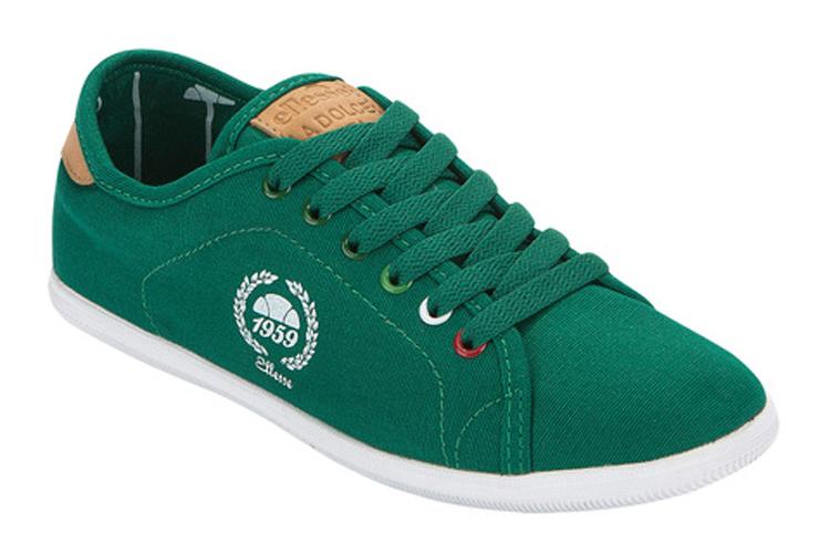 Sneakers para verano. Deportivas de tela verdes