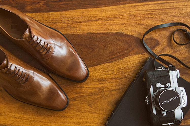 Zapatos de hombre. Portada