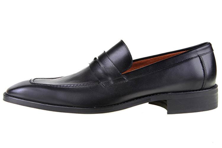 Zapatos de hombre. Mocasines antifaz