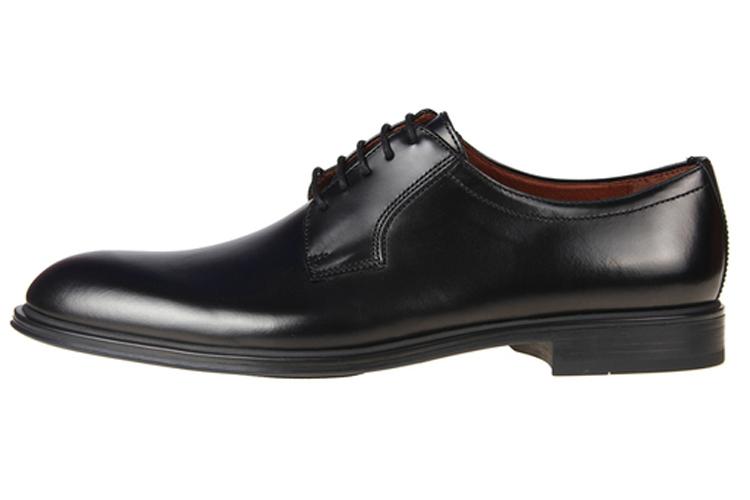Zapatos de hombre. Zapatos con cordones