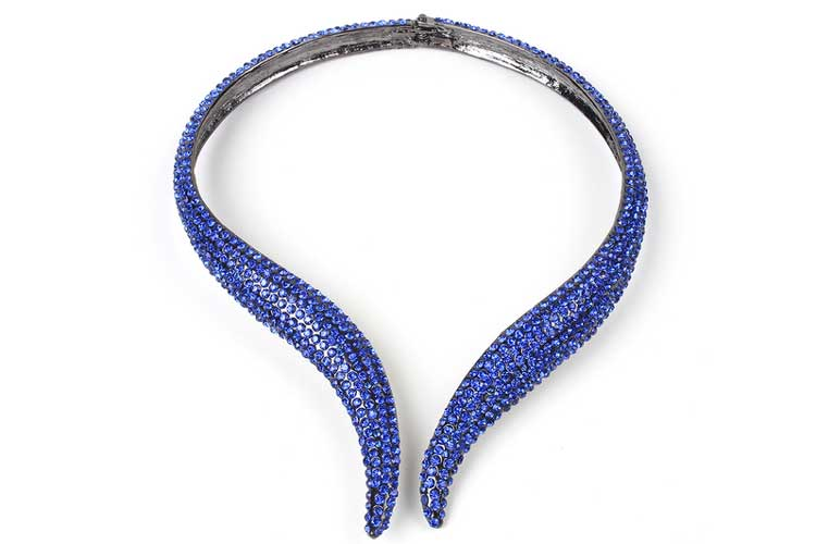 Collares de invitada. Collar azul serpiente