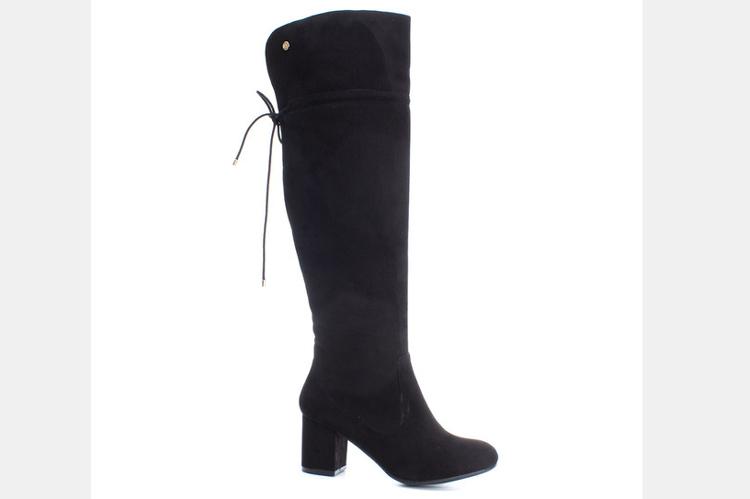 Botas negras. Botas negras de tacón