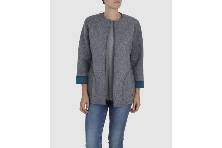 Prendas de abrigo. Abrigo sin cuello gris