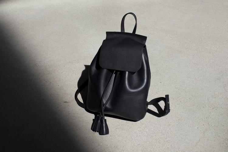 Bolso negro. Portada