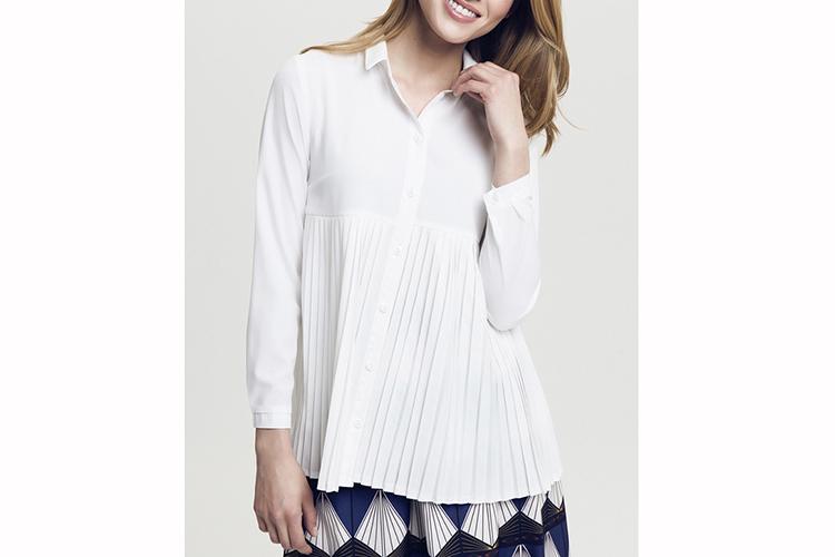 Peperuna. Camisa blanca plisada