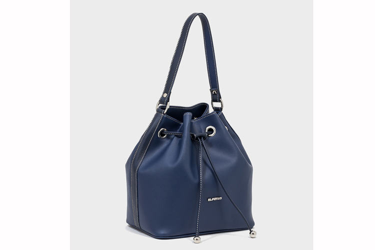 Bolso de piel. Bolso saco azul marino