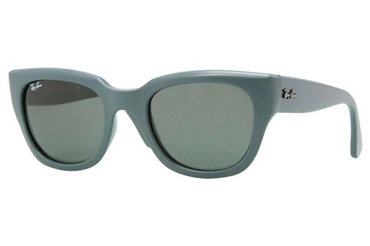 Gafas de sol para invierno. Gafas azules