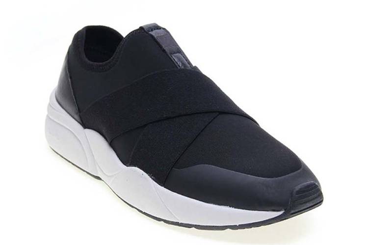 Victoria. Sneakers negras