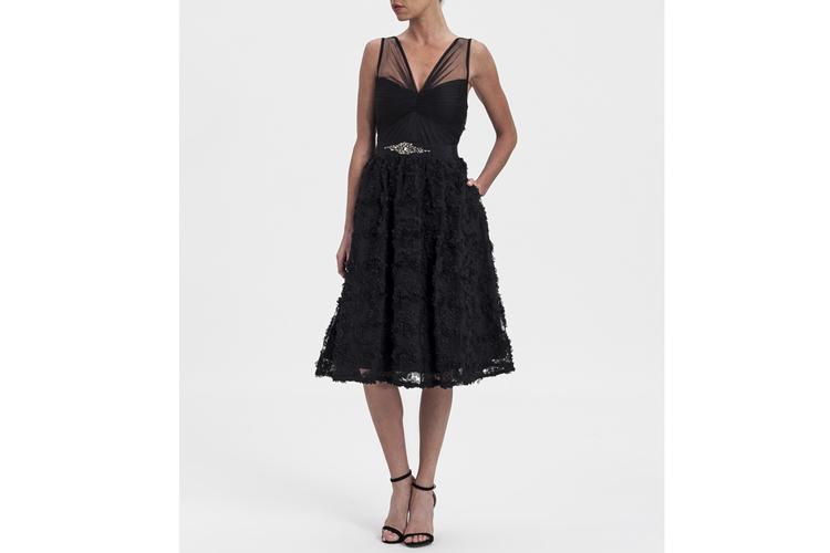 Adriana Papell. Vestido negro