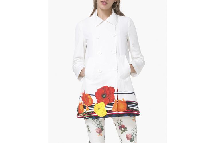 Desigual. Abrigo blanco con bajo de flores