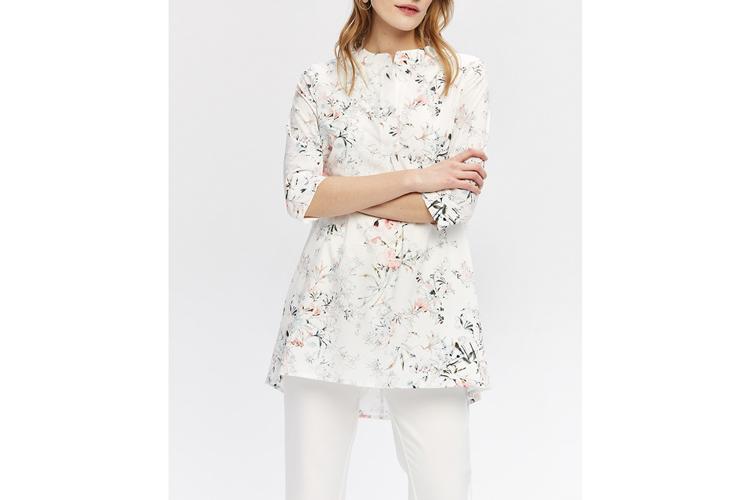 Zocha. Camisa blanca a flores