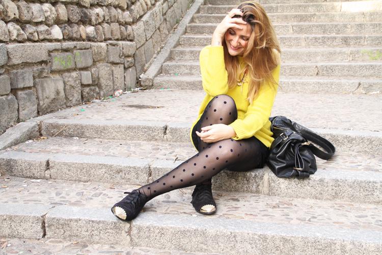 zapatos-negros-punta-dorada-medias-plumeti