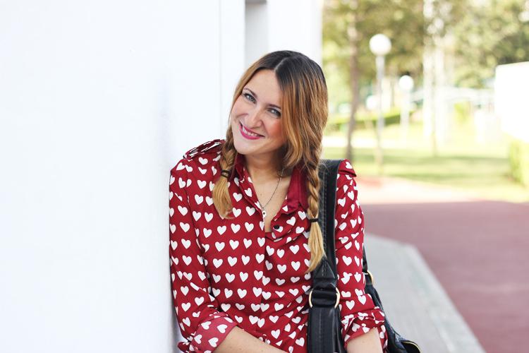 camisa-corazones-burdeos