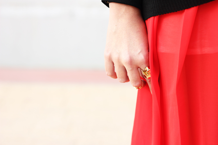 red-pleated-skirt-frontrow