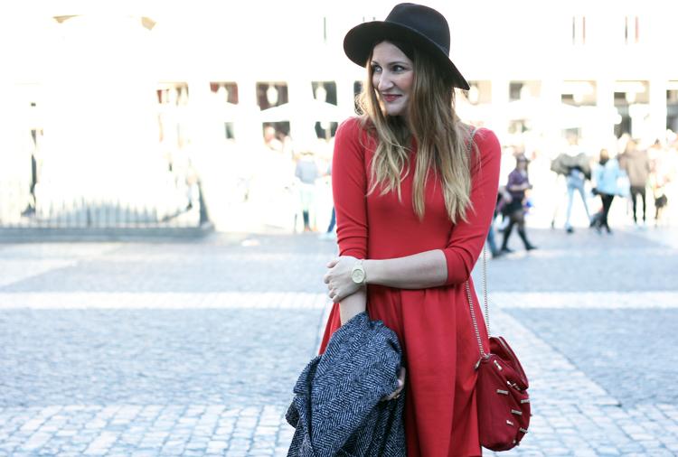 WOMAN IN RED-52203-siguemiestilo
