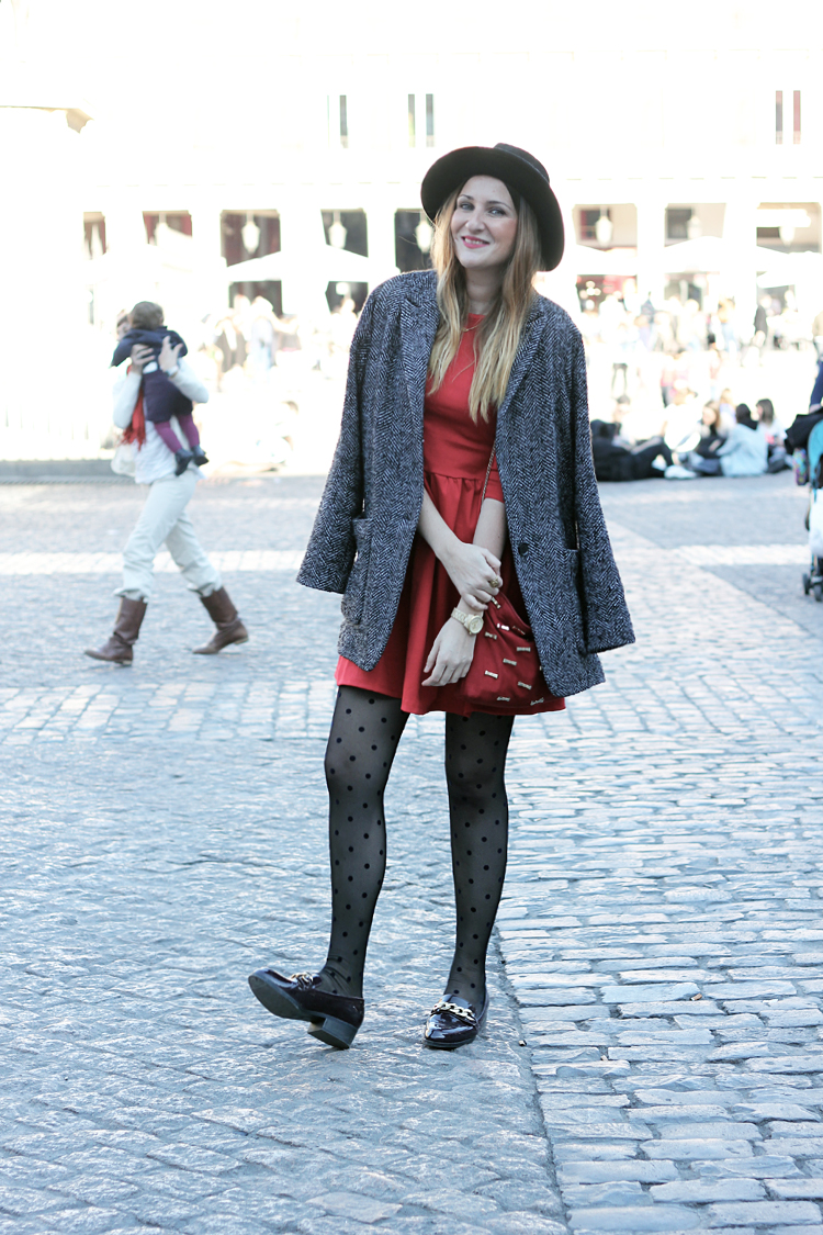 vestido-rojo-medias-lunares