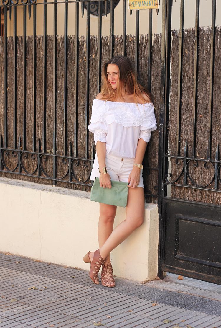 white-street-style