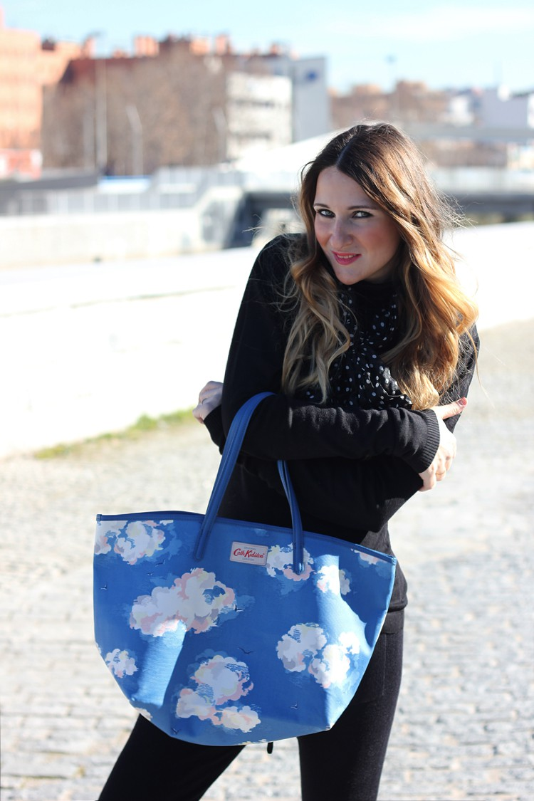 black-look-street-style-funny-bag
