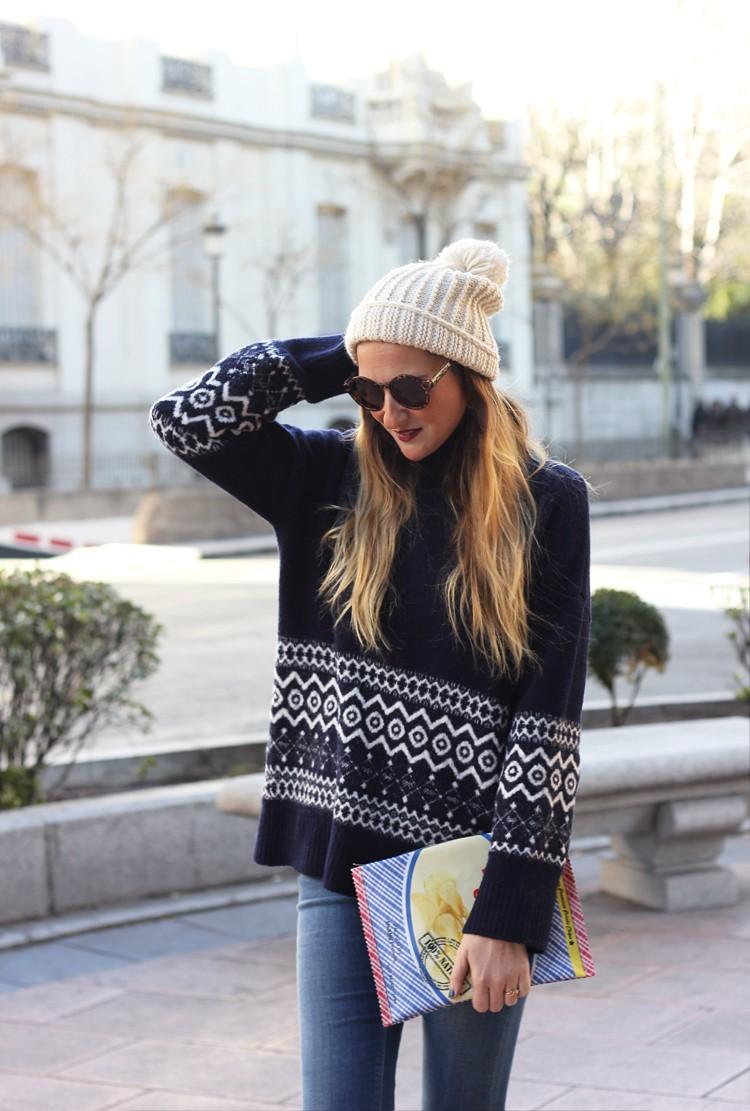 blue-sweater-zara-jeans-street-style