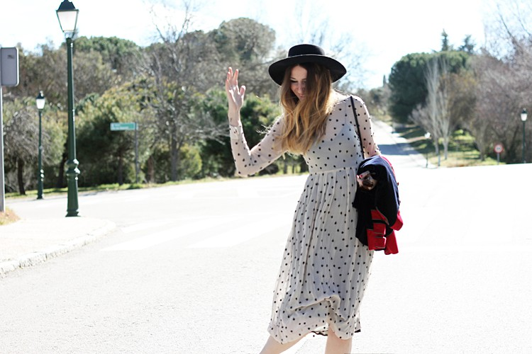 dots-dress-street-style