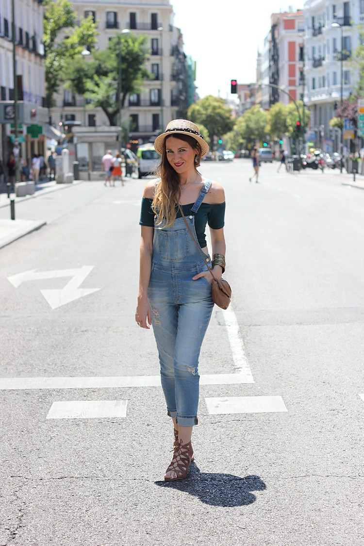 denim-dungaress-outfit