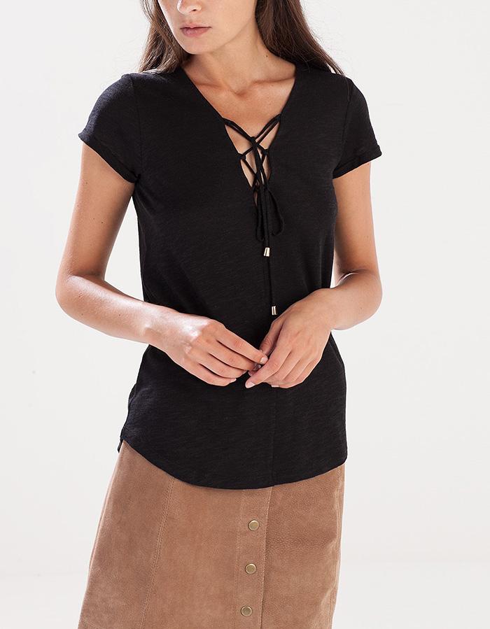 Camiseta lazada escote stradivarius