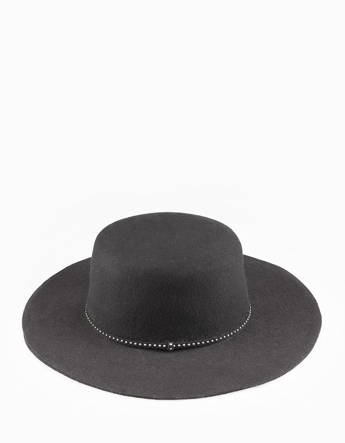 Sombrero tachas stradivarius