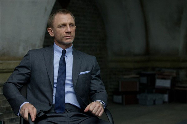 daniel craig as james bond and the girls 39 s best looks. Black Bedroom Furniture Sets. Home Design Ideas