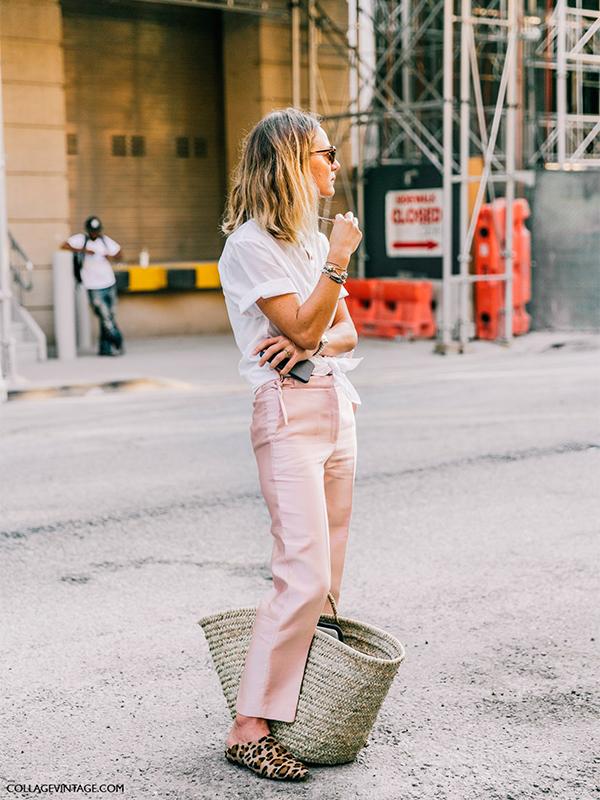 Bolsos de paja con pantalón rosa
