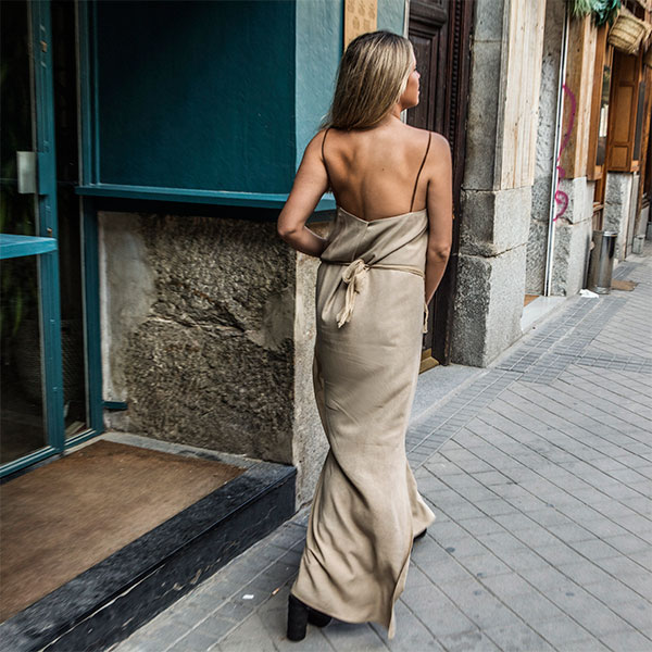 Vestido de invitada con espalda abierta