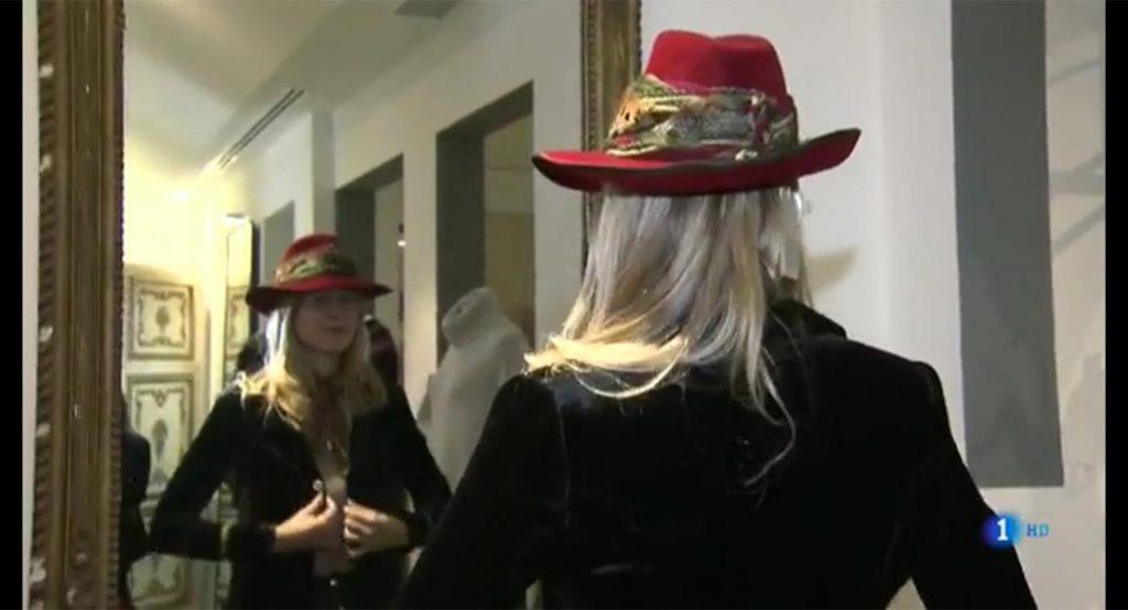 María León con sombrero de T.ba en Flash Moda