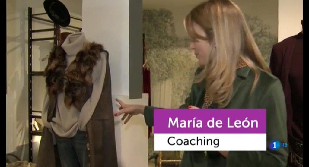 María León con chaleco de T.ba en Flash Moda