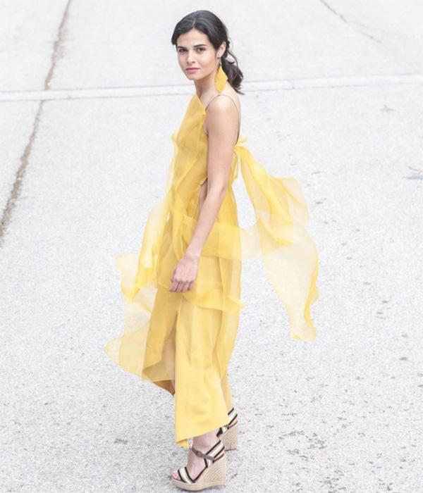 Vestido amarillo vaporoso de T.ba