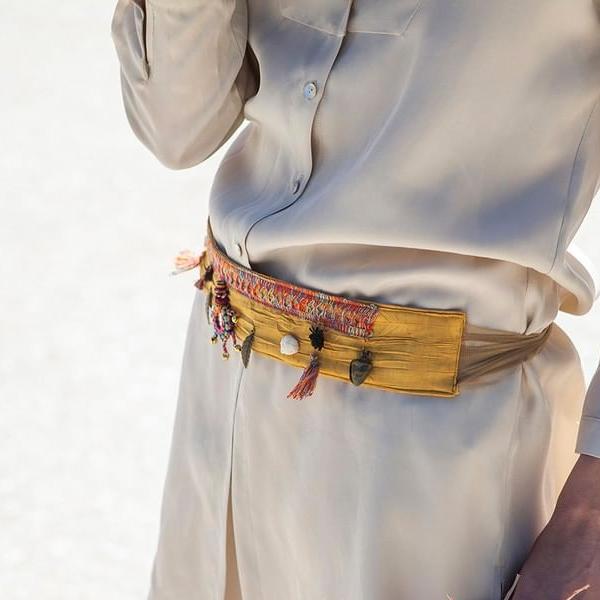 cinturon con aplicaciones