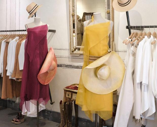 vestidos de colores en tejidos vaporosos de tba