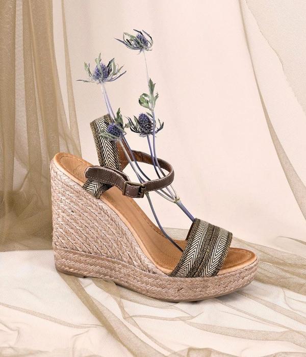 calzado cuna de rafia con tiras de rayasa tba