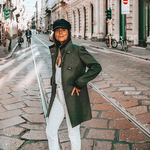 Belén Hostalet con chaqueta verde