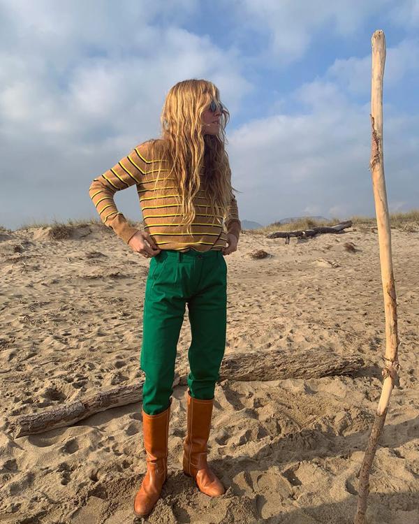 Blanca Miró con botas camel