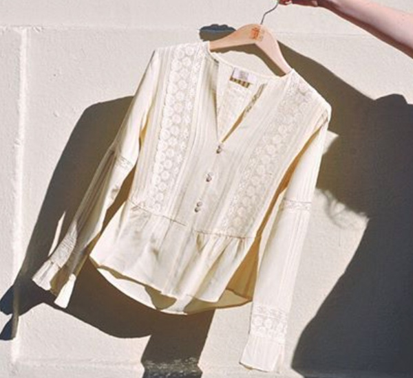 Blusa blanca de T.ba