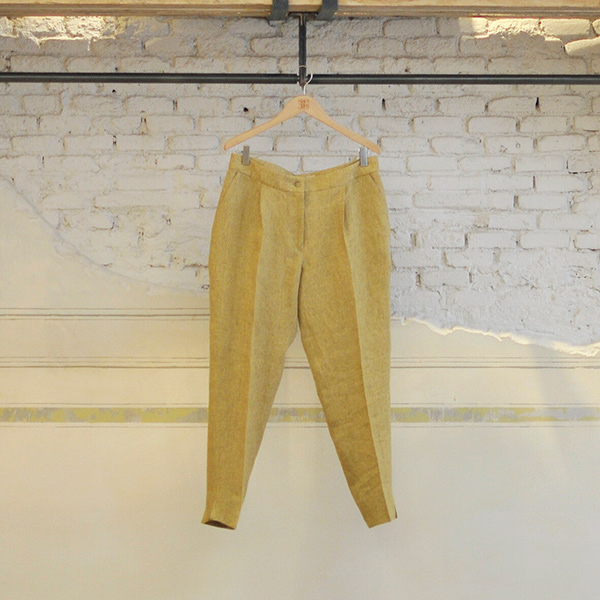 pantalones fluidos mostaza