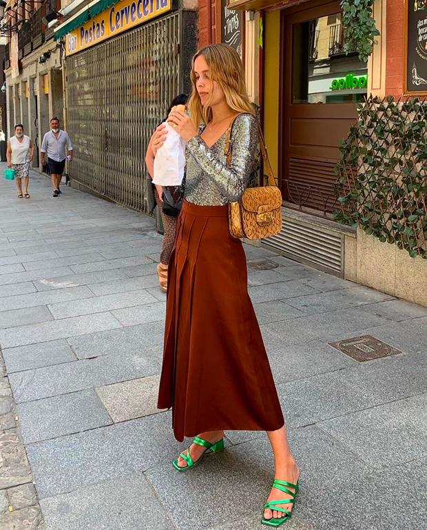 Lucia Cuesta falda ladrillo