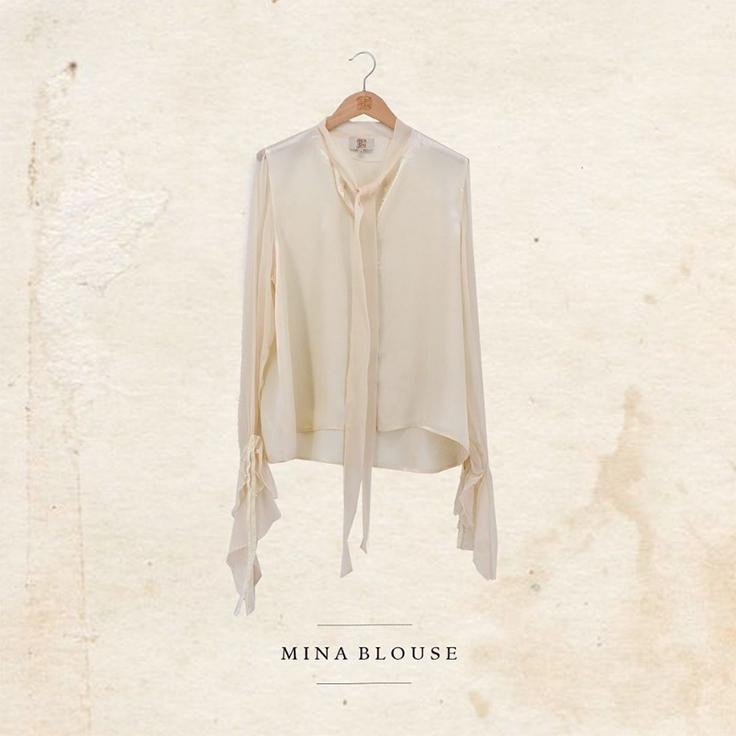 Blusa blanca con lazada en las mangas de T.ba