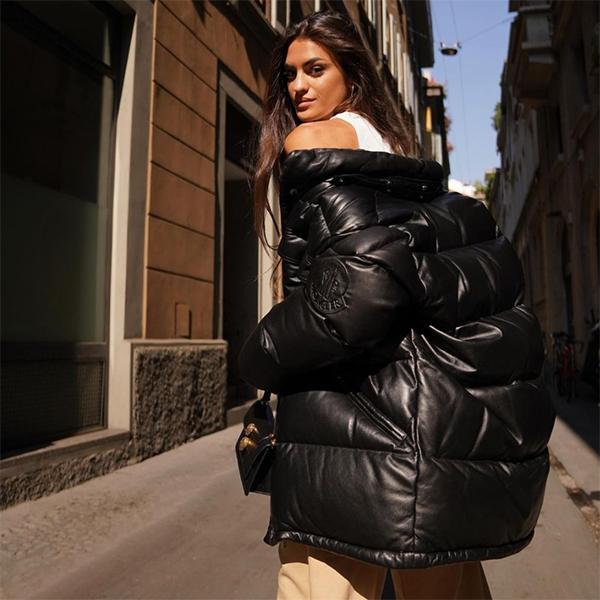 marta lozano abrigo en color negro