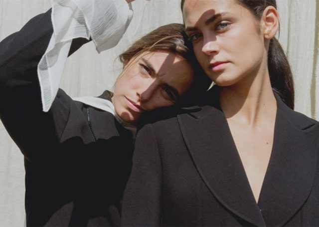 La chaqueta Jazz de crepe negro, el gran imprescindible de T.ba